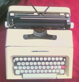 Máquina de escribir OLIVETTI LETTERA