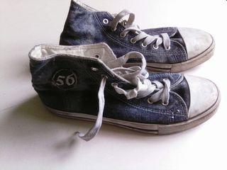 Zapatillas deportivas clásicas.
