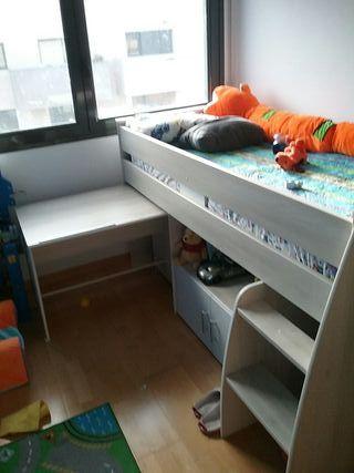 cama con escritorio para niño/a casi nueva