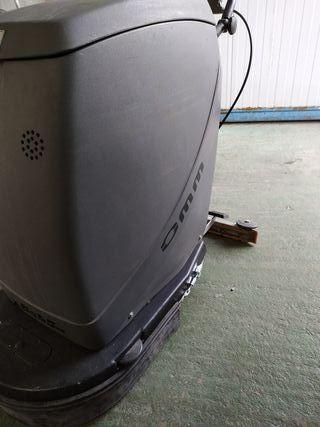 Fregadora 24 v con baterias y cargador