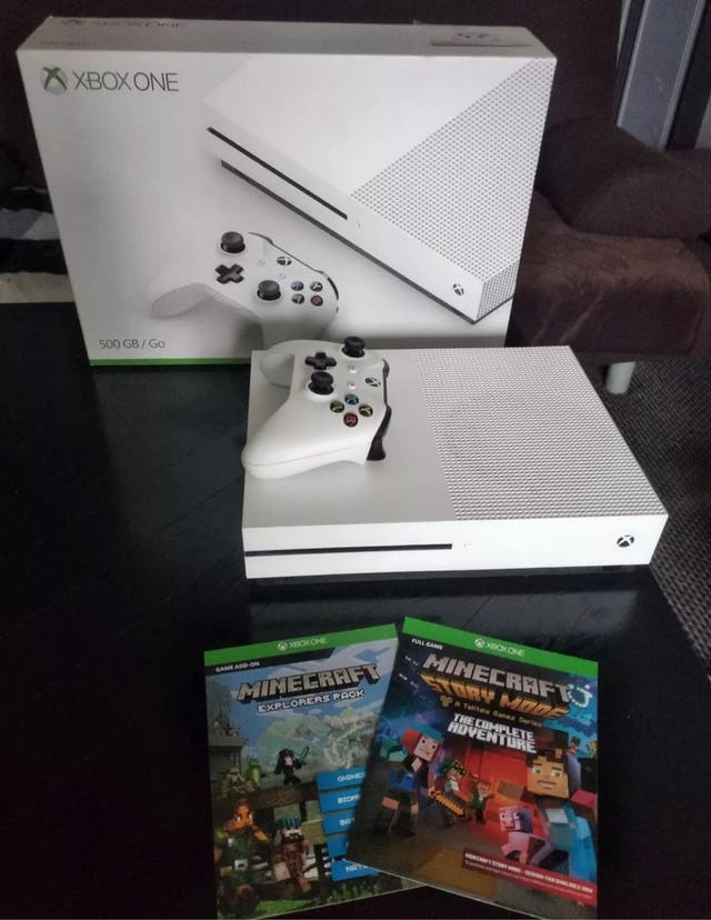 Xbox one S 500gb - white - with 3 games
