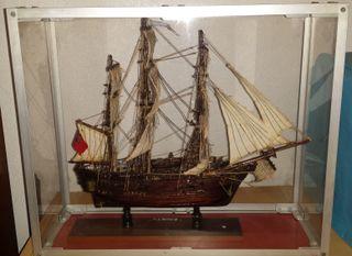 Maqueta barco hecho a mano