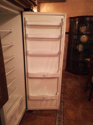 Buen frigorífico Aspes, energética A, poco usado