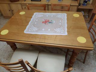 Mesa de madera extensible con cristal con 6 sillas