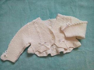 Chaquetita hecha a mano talla 3-6 meses aprox.
