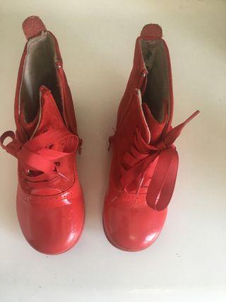 Pascualas de piel color rojo talla 27