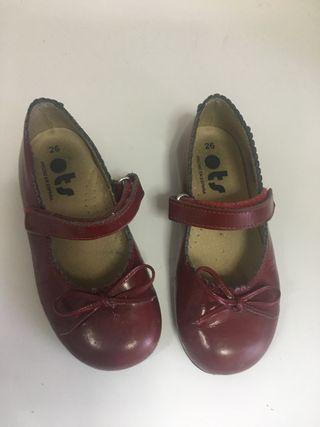 Zapatos niña charol piel color granate