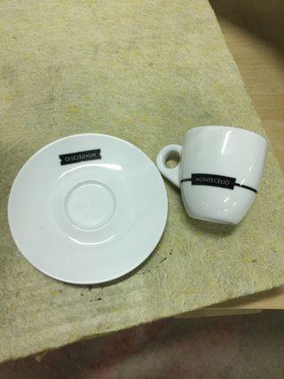 Tazas y platos de cafe