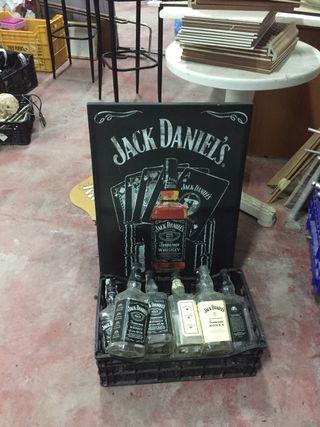 Botellas y cuadro jack daniels