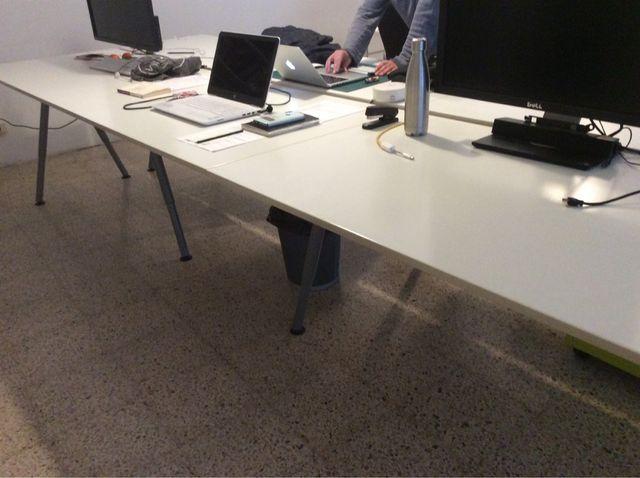Mesa de oficina IKEA de segunda mano por 50 € en Badalona en WALLAPOP