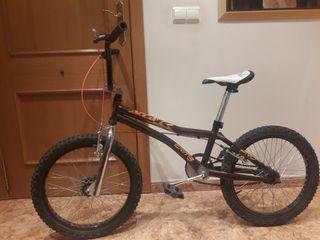 se vende bicicleta BMX cuadrado MONTY