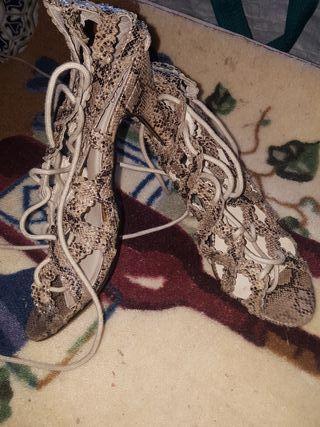 zapatos de piel de serpiente número 37