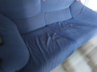 Sofa azul de dos plazas