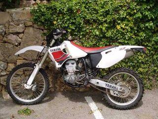 Moto de Cross Yamaha YZF intacta