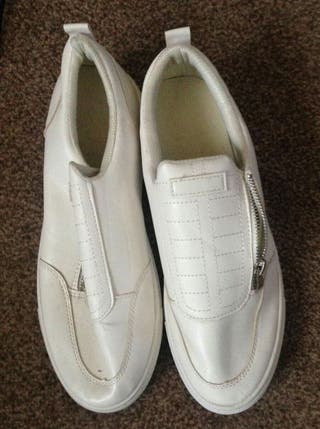 size 10 mens trainers.