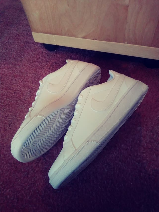 Nike court majestic new size 8