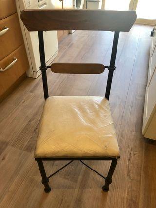 Mesa redonda y 4 sillas de madera y acero