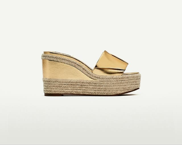 excepcional gama de estilos Mejor precio precio baratas Sandalias cuñas Zara doradas AGOTADAS de segunda mano por 20 ...