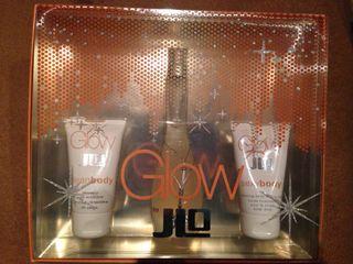Perfume Glow de Jlo con gel y crema a estrenar