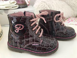 Zapatos niña biomechanics y Pablosky