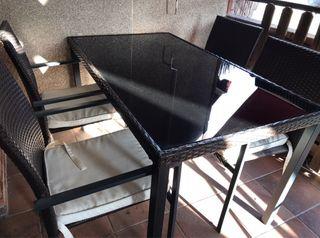 Mesa y 4 sillones