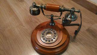 Teléfono madera antiguo vintage
