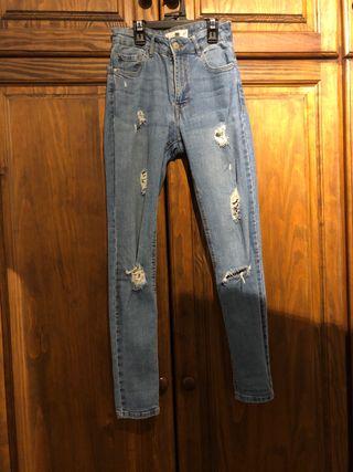 Jeans de tiro alto con agujeros de Mango