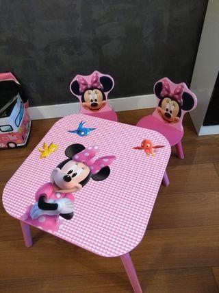 Mesa y dos sillas niños