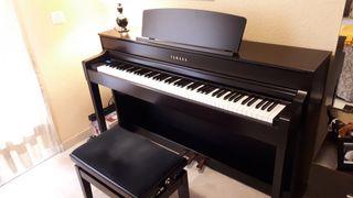 Piano digital Yamaha Clavinova CLP 575