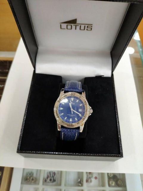reloj lotus chico