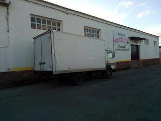 se vende camión o cambio por furgoneta de 9 plazas