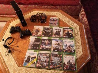 Xbox 360 con 13 juegos, 2 mandos y auricular