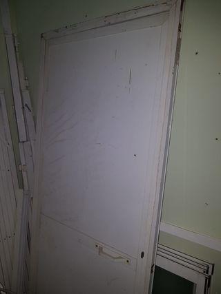 puerta de chapa blanca de aluminio ciega