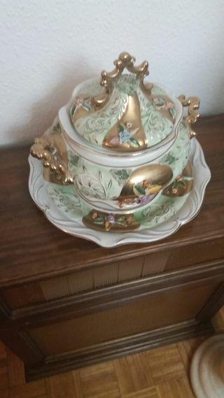 Sopera de porcelana