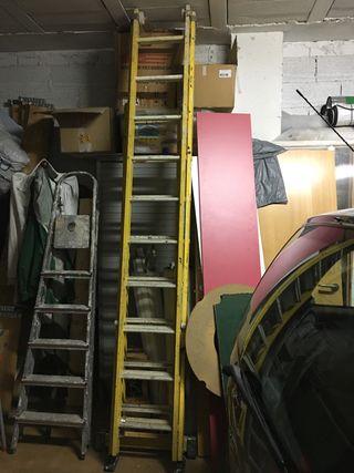 Escaleras de fibra amarillas