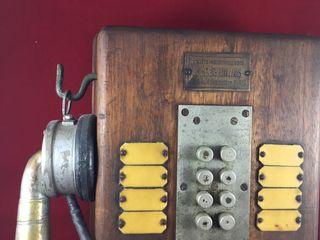 Antiguo teléfono madera francés, con 8 pulsadores.