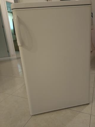 Nevera Ikea pequeña con congelador