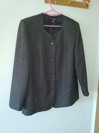 Traje de chaqueta gris de señora. Talla 52.