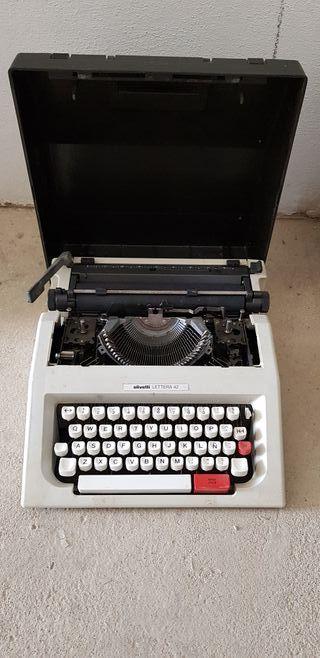 Máquinas de escribir Olivetti Lettera