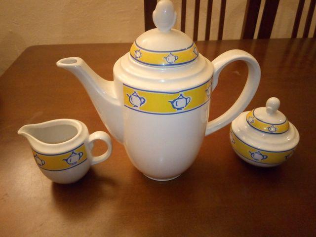 Juego cafetera azucarera y lechera porcelana