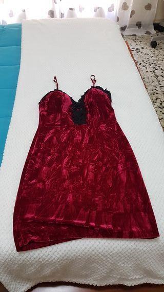 vestido terciopelo color vino