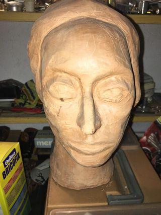 Escultura señora Tibau