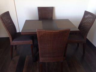 Conjunto comedor mesa y 4 sillas .