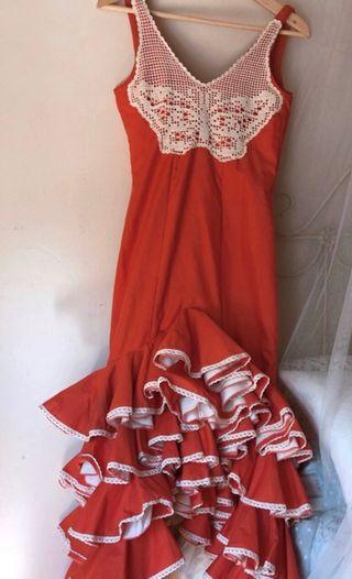 Traje de flamenca color coral