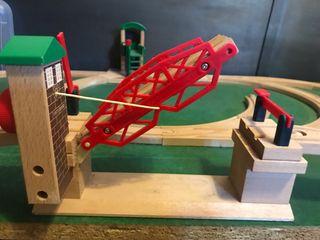 Maqueta, circuito y tren de madera