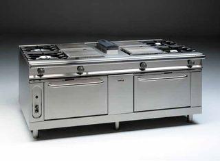 Cocina central a gas 8 fuegos y 2 hornos pasantes