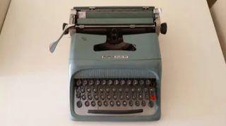 Máquina antigua de escribir Olivetti
