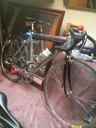 Bicicleta cannondale de carrera