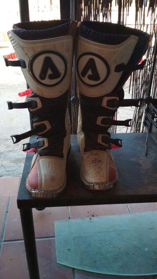 peto y botas cross