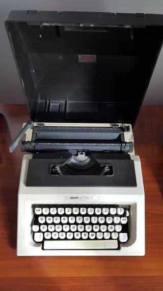 Máquina de escribir Olivetti LETTERA 40